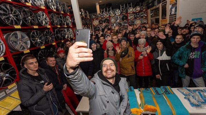 На кону — гоночная «четверка»: 1-й этап Winter Drift Battle в Красноярске посетил блогер Сергей Стилов