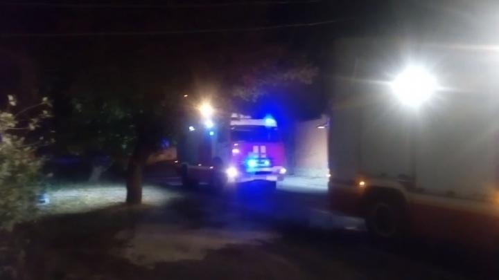 «Горят мои соседи»: ночью на Плеханова вспыхнул частный дом