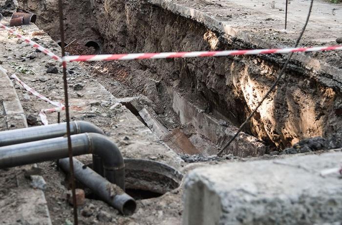 Из-за последствий коммунальной аварии движение на Пархоменко пришлось закрыть в обе стороны