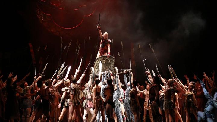 Путин восхитился: артисты НОВАТа открыли международный фестиваль в Севастополе спектаклем«Спартак»
