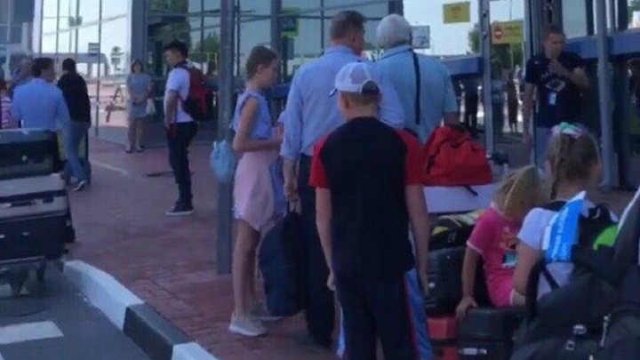 «Чрезвычайная ситуация, покинуть здание»: Волгоградский аэропорт эвакуировали