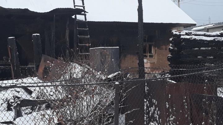 В Башкирии таксист спас семью с детьми от гибели в пожаре