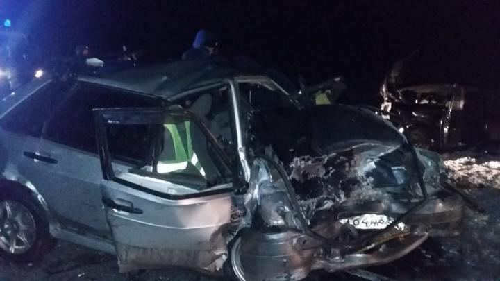 На трассе Челябинск — Новосибирск на огромной скорости столкнулись два ВАЗа — погиб человек