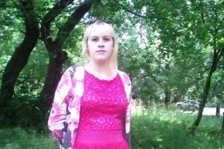 «Младшая дочь по мамке мёртвой ползала»: на Южном Урале после избиения мужем умерла мать троих детей