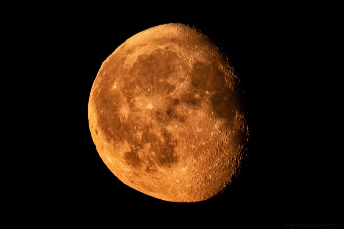 Посмотрите, какая огромная луна