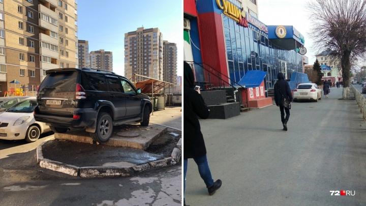 «Я паркуюсь, как...»: автохам на внедорожнике и Porsche, нагло вставший на тротуаре в центре Тюмени