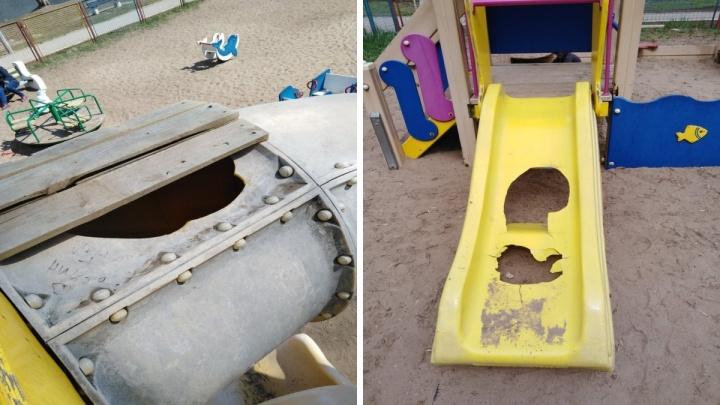 Опасно для жизни! На Воронежских озерах закрыли аварийную детскую площадку