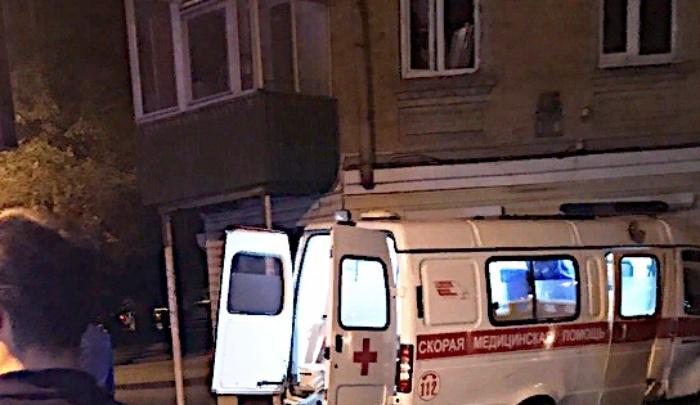 «Погнал на красный»: в центре Ростова «Опель» протаранил скорую помощь