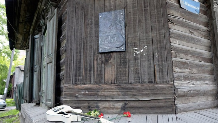 «Это тема больная»: писатель из Владивостока попросил спасти от сноса дом Янки Дягилевой