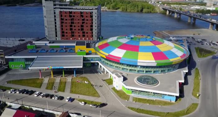 Вид на строящуюся гостиницу аквапарка