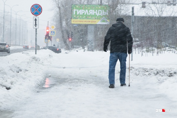 Если вы столкнулись с тем, что на улице сложно пройти из-за снега и льда, — обращайтесь напрямую к дорожникам<br>
