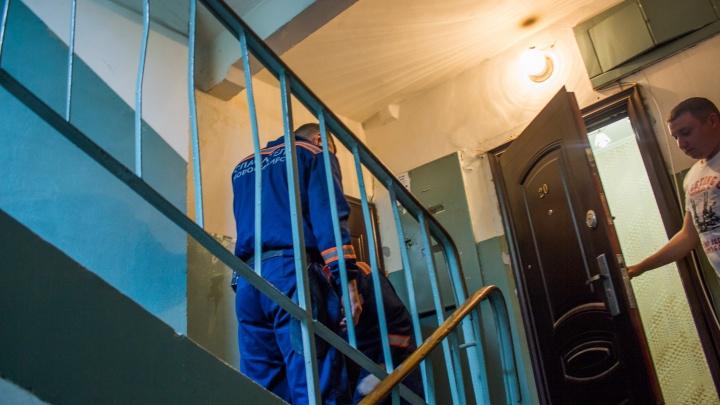 Жителей дома на Затулинке разбудил плач ребёнка в запертой квартире: спасатели вскрыли дверь