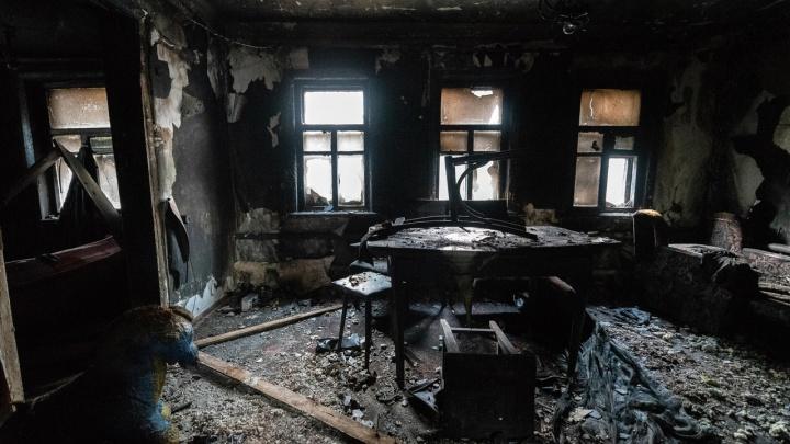 «Все взрослые ушли в магазин»: в полыхающем доме Волгограда погибли двое малышей