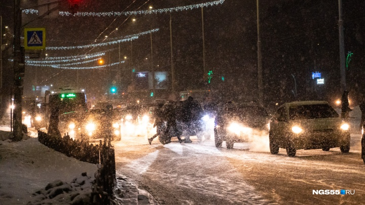 Дороги в Казахстан закрыли из-за снегопада