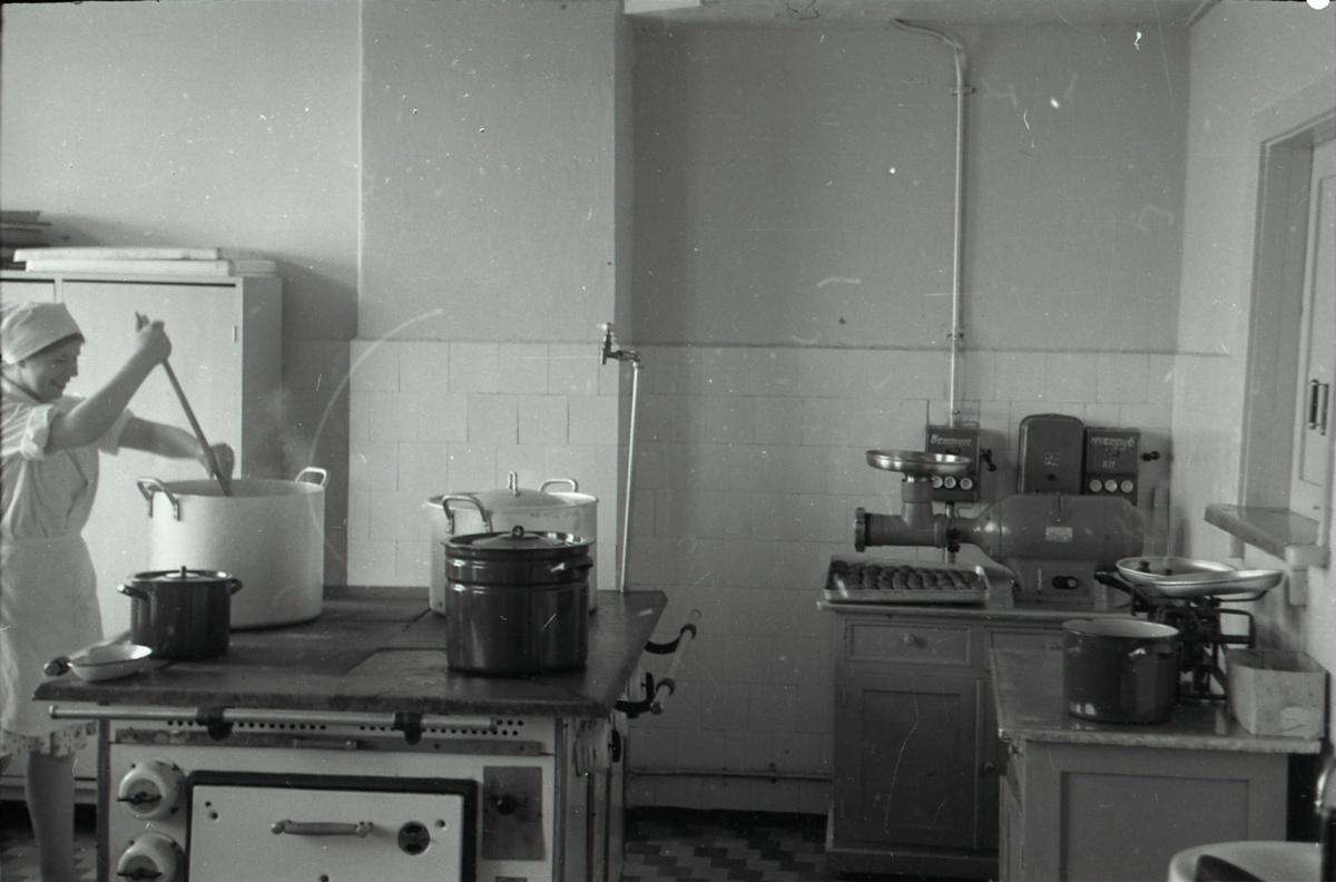 Пищеблок мало изменился с советских времён