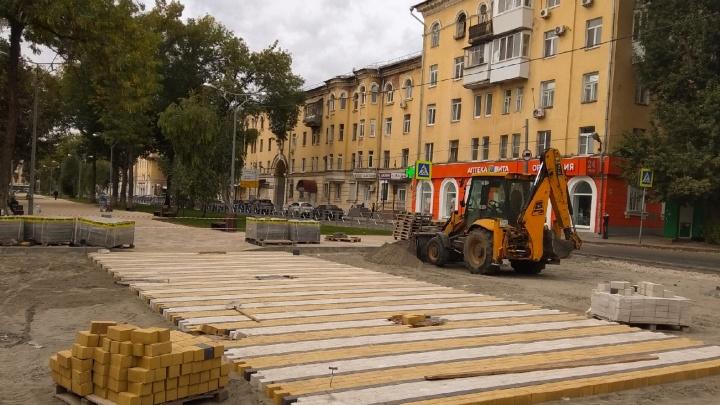 Отдыхайте, металлурги: смотрим, как преобразили площадь Мочалова и пешеходную зону на бульваре