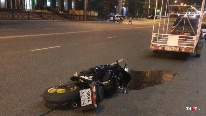 «Меняет версии каждые пять минут»: в Челябинске нашли и отдали под суд женщину, сбившую мотоциклиста