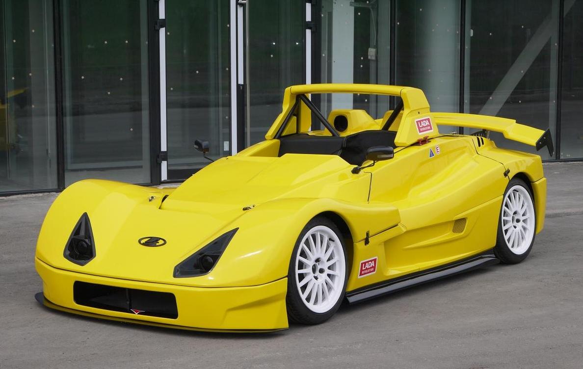 Корпус машины окрашен в желтый цвет