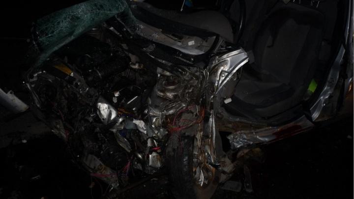 В Самарской области водитель «Калины» погиб после столкновения с грузовиком «Вольво»