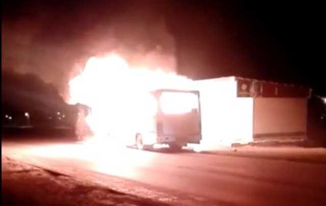 В Сибае на остановке загорелась маршрутка: пассажиры успели выскочить