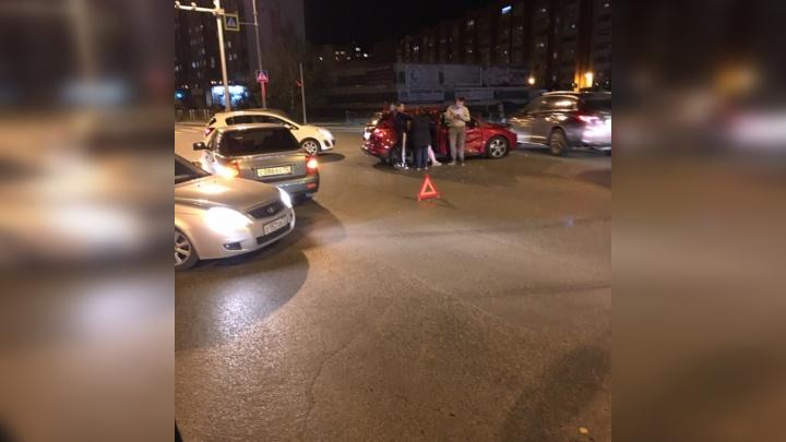 Тюменка устроила ДТП на Лесобазе, не уступив дорогу на перекрестке