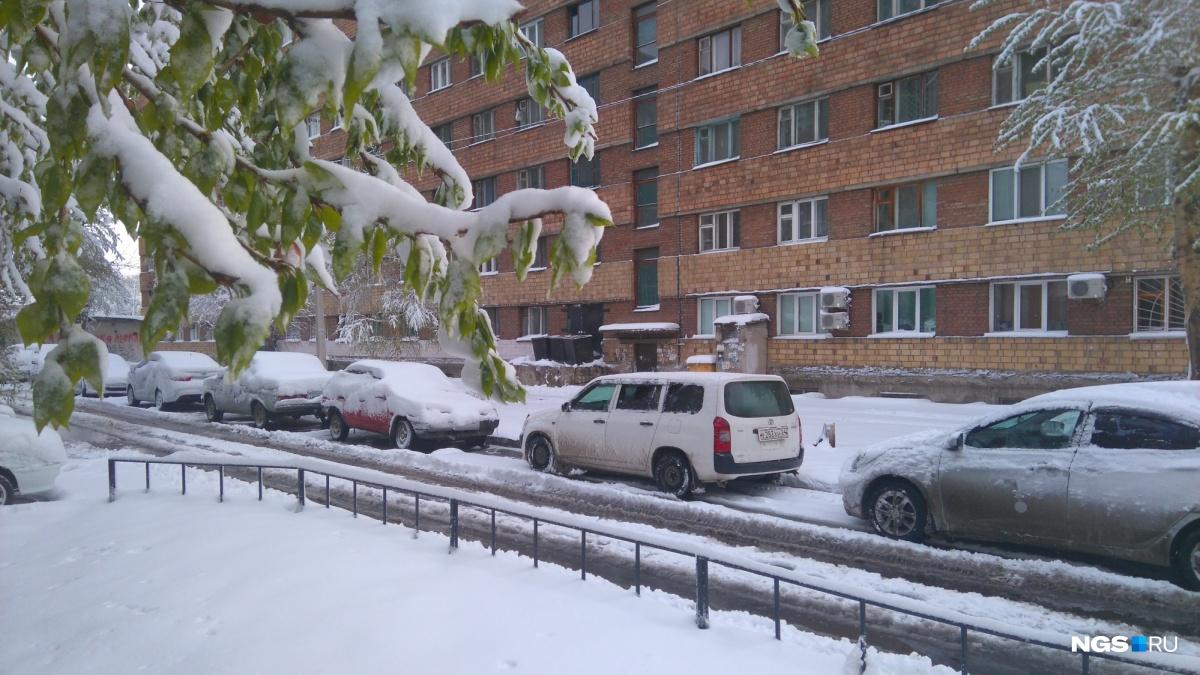 «Водителям слетней резиной быть вдвойне осторожными»: снегопад игололедица вКрасноярске