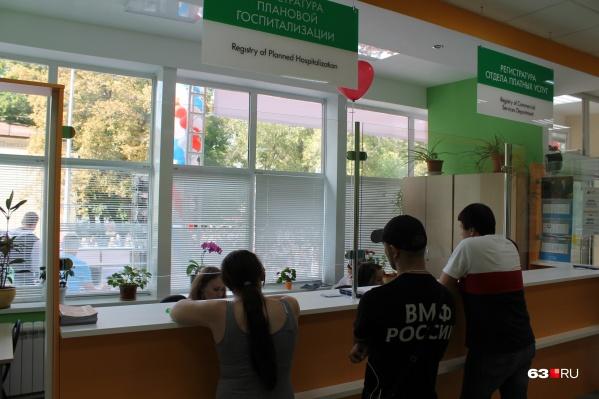 Один из вариантов оформления регистратуры поликлиники<br><br>