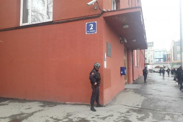 Росгвардия приехала к зданию Главного Сибирского управления ЦБ РФ на Ленина, 2 около 15:00