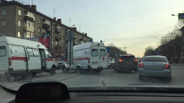Скорая помощь попала в аварию на перекрёстке улицы Титова