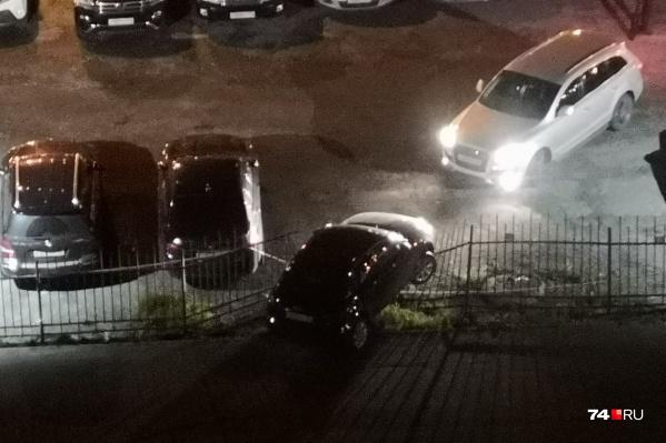 Пример бескомпромиссного подхода к парковке.А вам слабо?