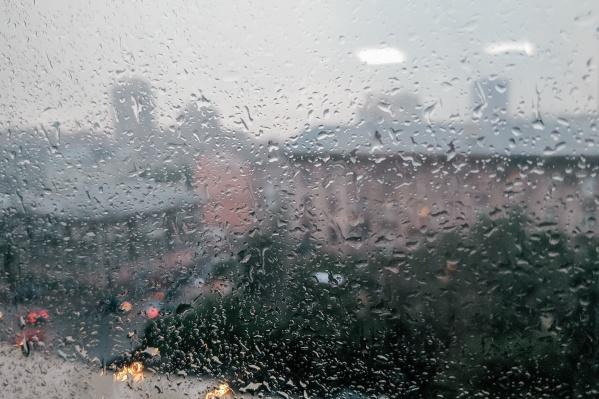 Дождь начался около семи часов вечера
