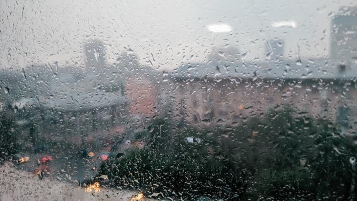 На Новосибирск обрушился сильный дождь