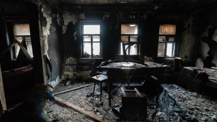 «Нашли два обгоревших трупа»: утром под Волгоградом сгорел дом людьми
