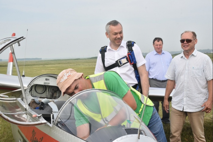 Андрей Травников встретился с Владимиром Кочкиным во время поездки в Кочки