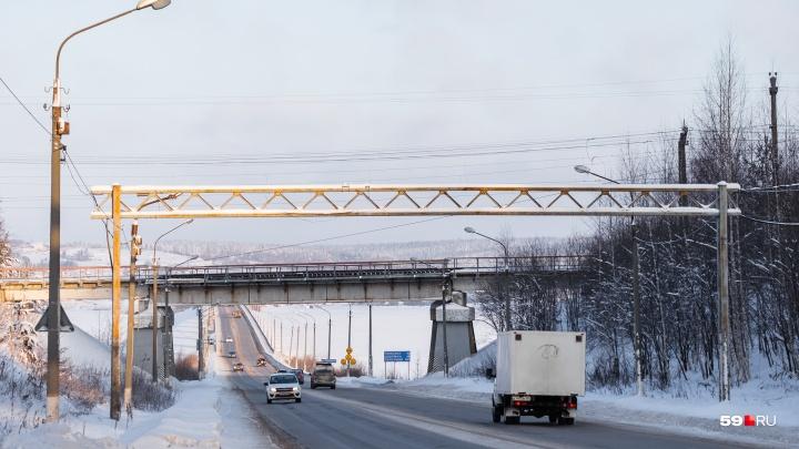 Транспорт тяжелее 40 тонн не пройдет: перед Чусовским мостом установят пункт весового контроля