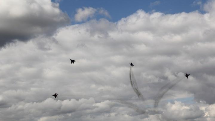 Селфи в кабине Су-24, петли и небесное сердце: публикуем программу фестиваля «Крылья Пармы»
