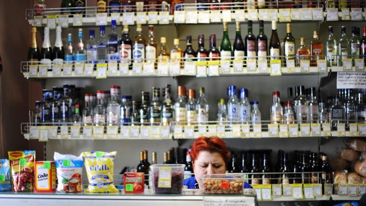 Приставы пришли за машиной тюменца, который попался на продаже 13 бутылок водки без лицензии