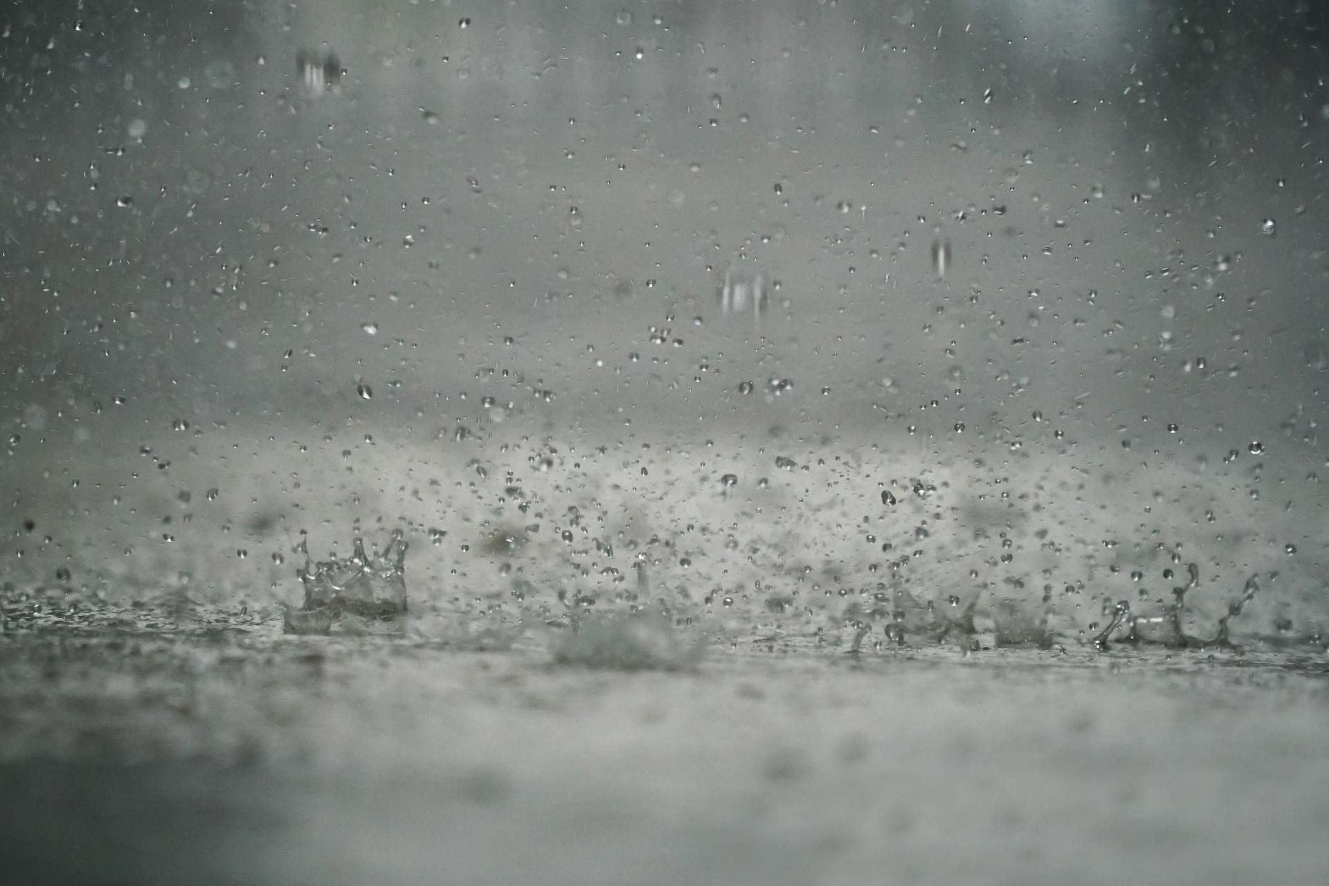 Даже такой сильный дождь не способен вызвать боли в местах бывших переломов