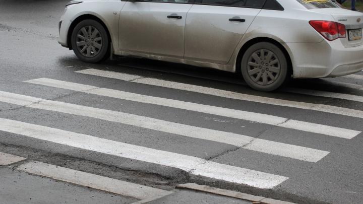Одна пострадала по своей вине, второго сбили на «зебре»: два пешехода угодили под колеса в Тюмени