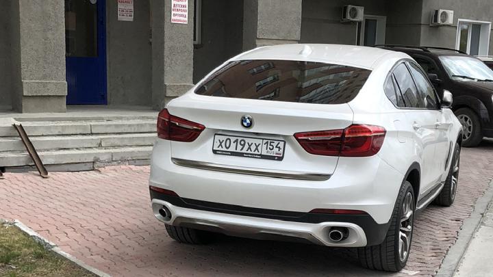 «Я паркуюсь как чудак»: BMW XXX — «хамство продали вместе с машиной и номерами»