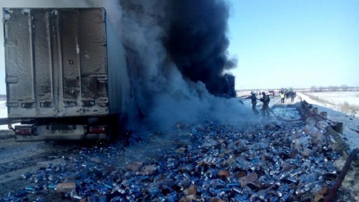 В Башкирии две фуры загорелись после ДТП: оба водителя погибли