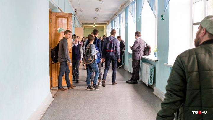 В Ярославле учитель физкультуры попался на интимной связи с ученицей