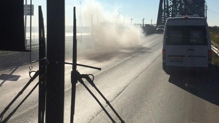 «Весь мост встал»: в Архангельске на ходу загорелся ВАЗ
