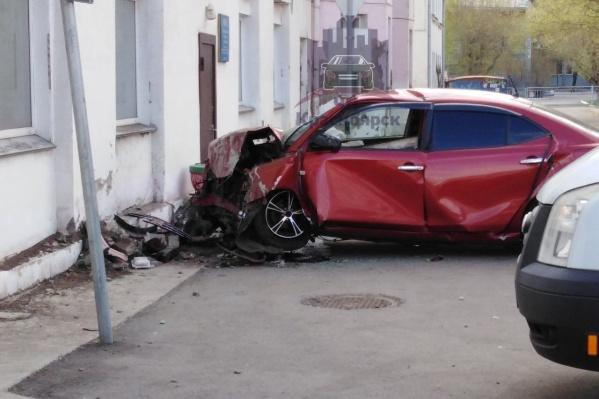 Судя по кадрам, водитель даже не пытался избежать столкновения