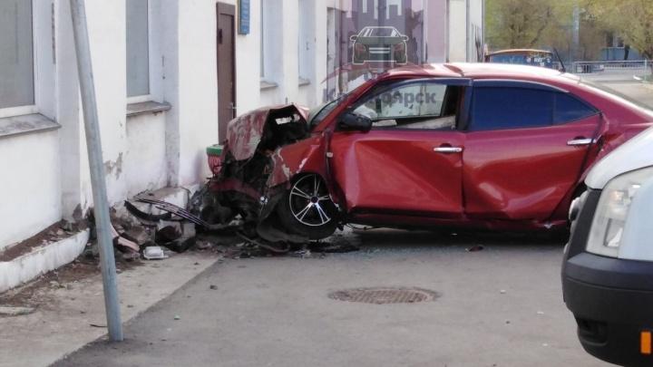 Опубликовано видео пути разбившей о дом «Тойоты». Водитель уходил от полицейской погони