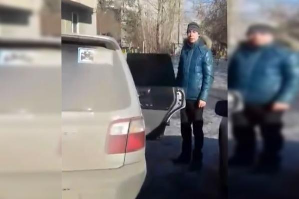 Водитель стал оправдываться, что удобных парковочных мест нет