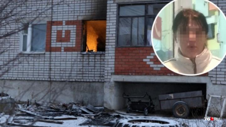У мамы, чьи трое детей сгорели в пожаре, четвёртого ребёнка забрали в другую семью