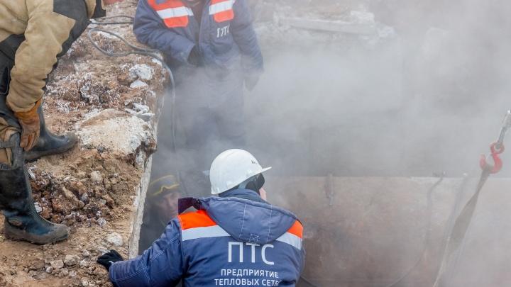 Остались без тепла: на проспекте Ленина прорвало теплосеть