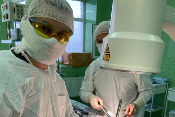 Ярославские врачи на 10 сантиметров удлинили ребенку ногу: зачем потребовалась такая операция