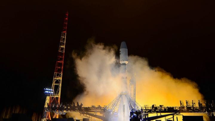 С космодрома Плесецк успешно запустили ракету-носитель«Союз-2», несмотря на удар молнии при старте